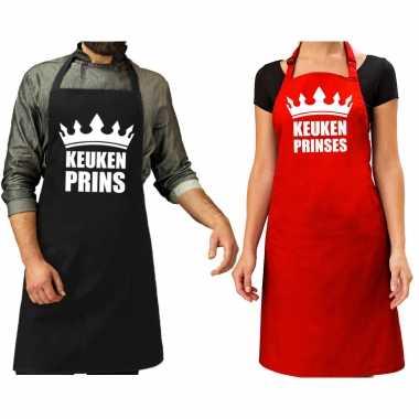 Koppel cadeau set: keuken prins keukenschort zwart heren + keuken prinses rood dames