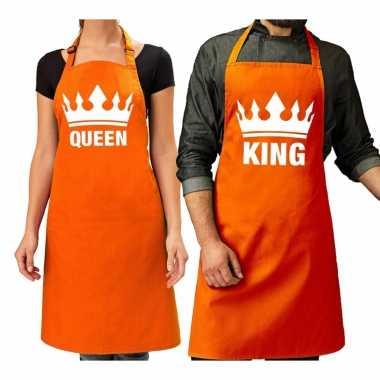 Koppel cadeau set: king keukenschort oranje heren + queen keukenschort oranje dames