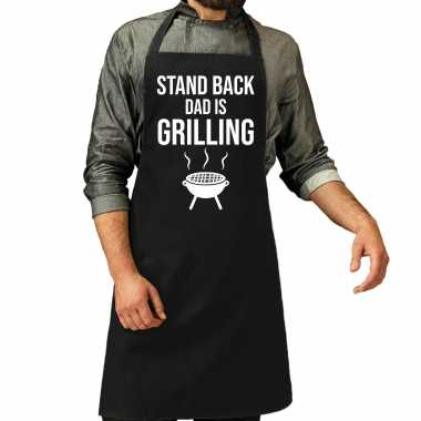 Stand back dad is grilling bbq / barbecue cadeau keukenschort zwart h